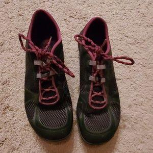 Flat light running shoes
